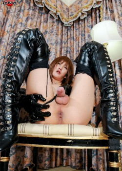 kanon shemalejapan 03 250x350 Ladyboy Newhalf Kanon stroking in Boots