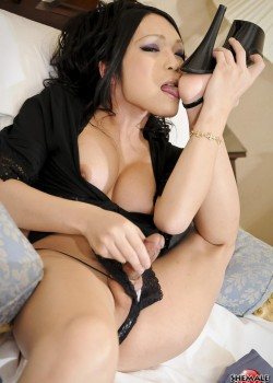 2 250x350 Ladyboy Newhalf in a sexy black Bikini